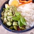 変色しない春菊ソースで枝豆ジャコのニンニク炒め丼 by MOMONAOさん