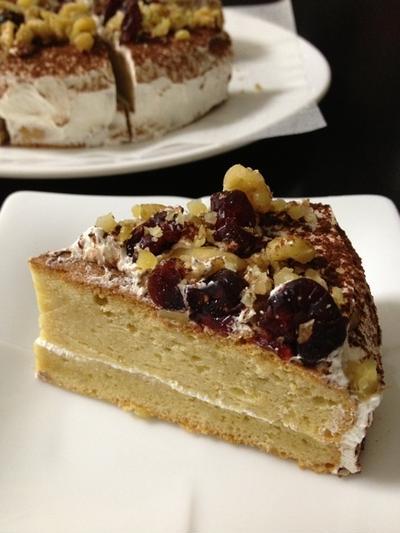 記念日ケーキ:くるみとドライクランベリー