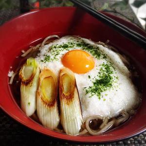 あったかつゆで温まる!体にうれしい「とろろ蕎麦」レシピ