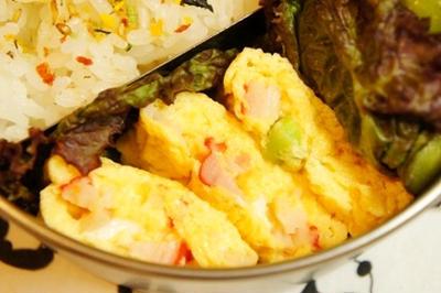 世紀末弁当救世主伝説、枝豆とカニカマの彩り卵焼き、じゃがいもと枝豆のスモークサラダ弁当