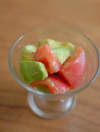 トマトとアボガドのサラダ