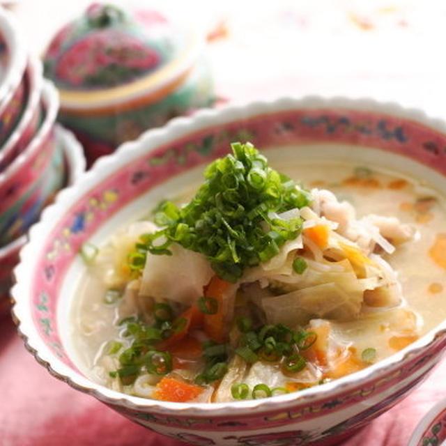 野菜がたっぷり食べれる!簡単&ボリューム満点の【中華風胡麻スープ】