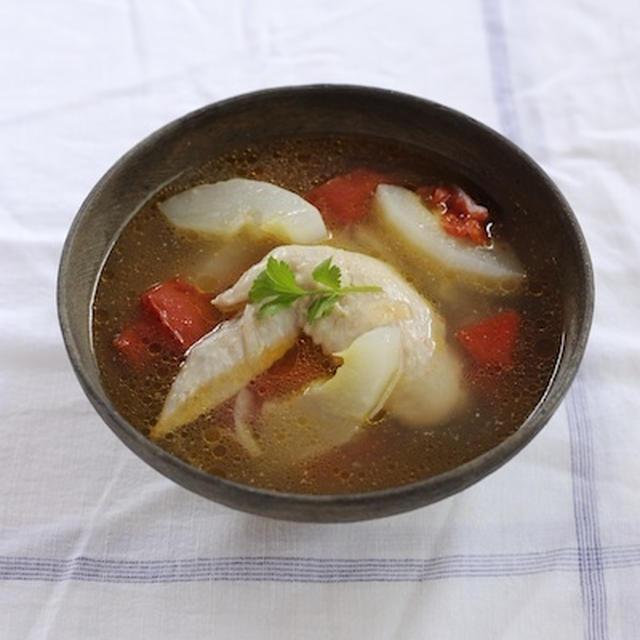 (まかない)赤モーウイと鶏手羽のスープ