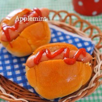 【スパイス大使】キャラウェイ香る炒めキャベツのホットドッグ