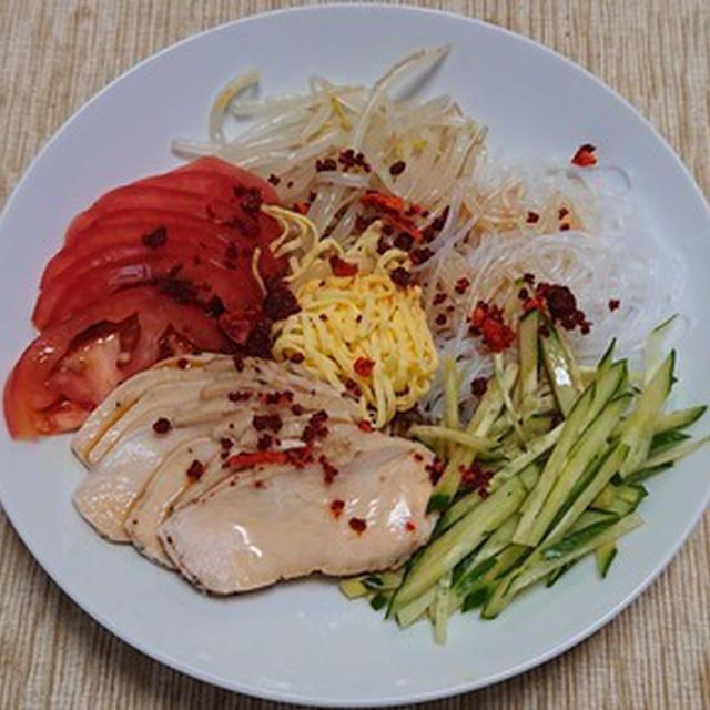 蒸し鶏と春雨他の中華風サラダ