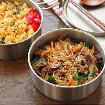 茹でずに簡単「煮込みチャプチェ」「レンジわかめ炒飯」2品弁当