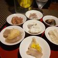 河豚の昆布締め、河豚ハム、海鼠の中華煮、蛸の卵のしっとり煮で一献