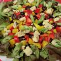 パプリカとオリーブでジュエリーカラーのサラダ