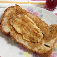 シナモンアップルとピーナッツバターのトースト
