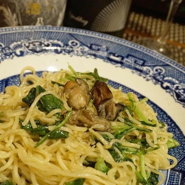 牡蠣の燻製オイル漬けで、水菜と牡蠣の和風塩焼きそば