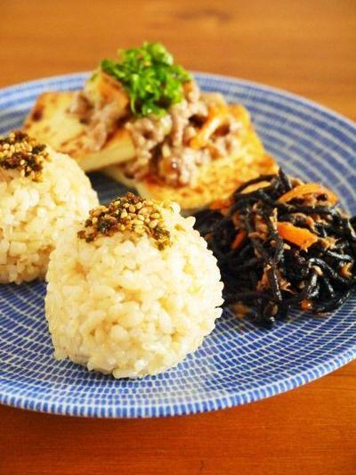 缶詰で常備菜レシピ!ツナひじき旨煮と豆腐えのきそぼろあんで朝ごはんワンプレート