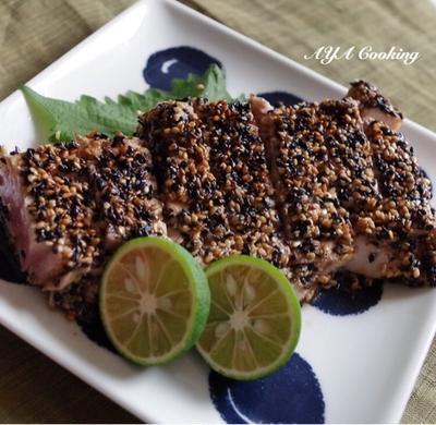 ブルーな1日と刺身ブロックを使って胡麻香る味付きまぐろステーキ