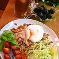 ベーコンとポーチドエッグのスパゲッティ ~ バジル&グリルしたトマトを添えて♪ by mayumiたんさん