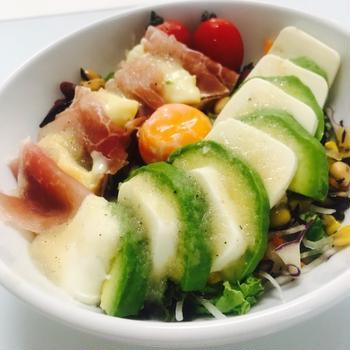アボカド×豆腐と生ハム×ウォッシュチーズのたっぷり豆サラダ