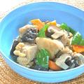 ぷりぷりきのこが美味しい〜鶏もも肉としいたけの麺つゆ煮。