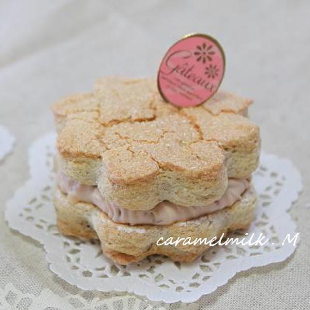 くるみのダコワーズ ~くるみといちごジャムのチーズクリーム ~(焼き菓子)