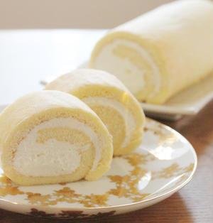 チーズクリームの米粉ロールケーキ