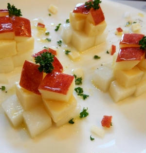 りんごと大根コンテチーズのハチミツマリネ