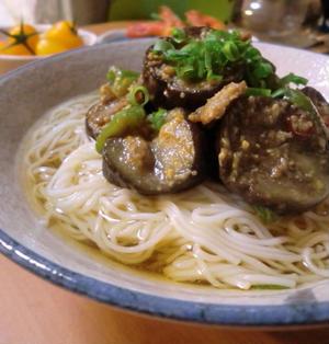 ひんやり麺つゆで♪ナスのピリ辛肉みそ素麺*2人晩ごはん