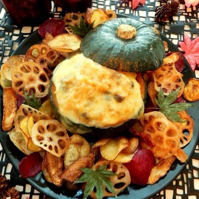 かぼちゃに詰めたきのこリゾット枯葉チップス添え