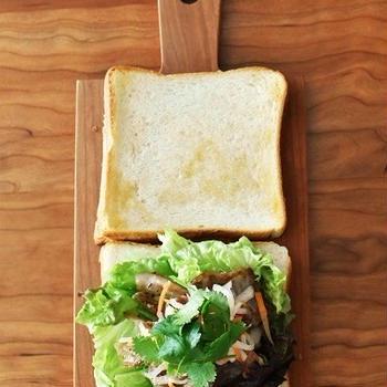食パンでベトナム風サンド「バインミ―」