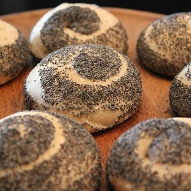 レーズン酵母でポピーシードパン
