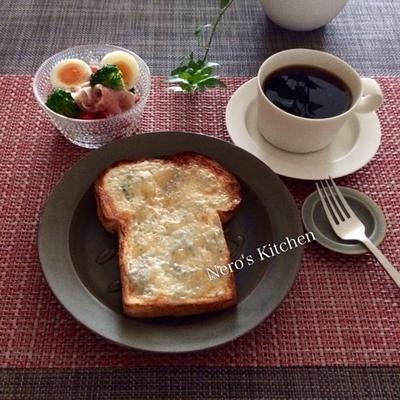 もこもこ食パンでゴルゴンゾーラハニートースト♪