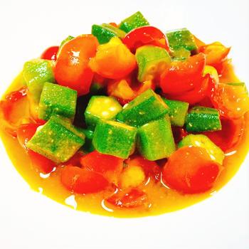 オクラとちぎりプチトマトの味噌マリネ
