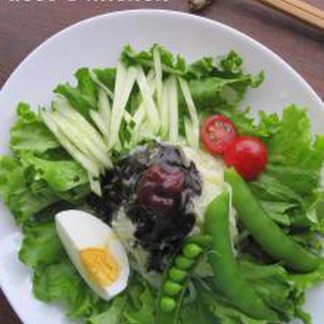 黒い冷麺。