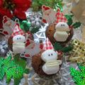 【クリスマス】簡単!サンタさんとマシュマロ雪だるまさんの黒糖カップケーキ