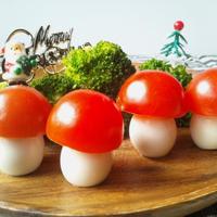 プチトマトとウズラの卵で、森のキノコ@クリスマスのデコ