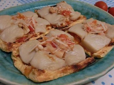 チーズ不使用♪ クリーミーなごま豆腐とトマトなめたけの油揚げピザ