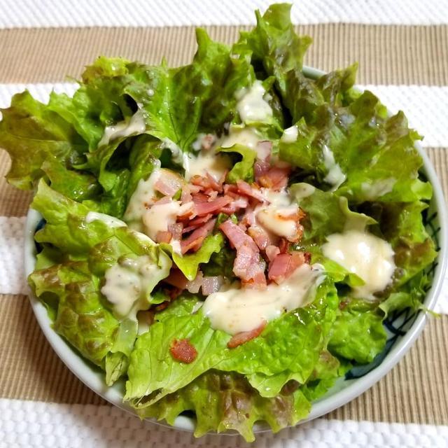 サニーレタスとベーコンのサラダ