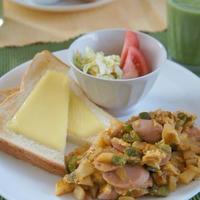 チーズトースト・ジャガイモと魚肉ソーセージのカレー卵とじ