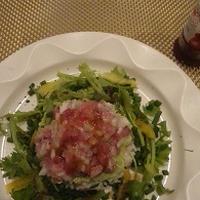 アボカドとネギトロの洋風大麦ご飯サラダ添え