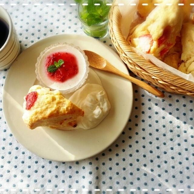 苺一笑~♡苺スコーンde外は雪でも食卓は春うらら~モーニングです(^^)v