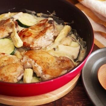 【レシピ】おもてなしにも!ワンパン簡単!生クリーム不要のチキンとズッキーニのクリーム煮♪#フライパン #ズッキーニ #チキン #鶏肉 #夏野菜