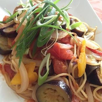 お惣菜パスタ、トマトとなすの季節だ!