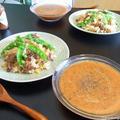 「牛肉とコーンのガーリック炒飯」と「スパイシーガスパチョ」