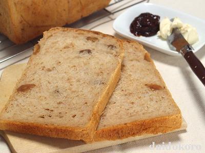 たっぷりクルミとプルーンピューレのパン