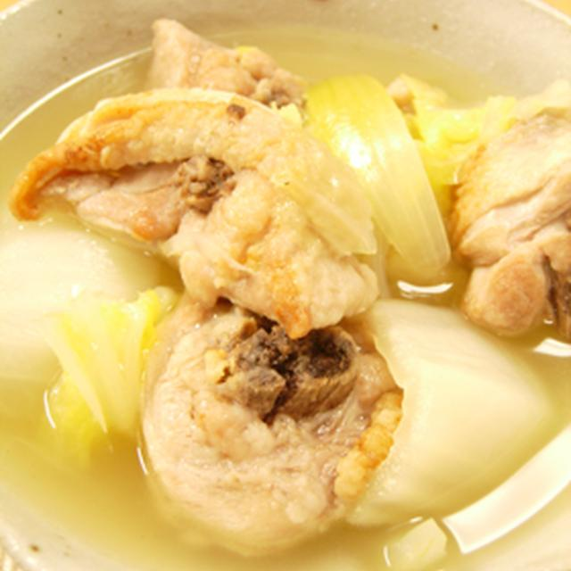 こんがり骨付き鶏モモ肉の白菜スープ