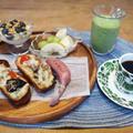 ラタトゥイユのオープンサンドの朝食 と ツワブキの花♪