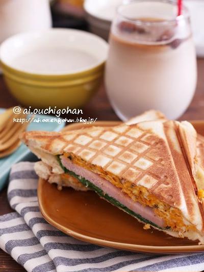 元気が出る朝ごはん♡厚切りハムとマッシュルーム入りスクランブルエッグのホットサンド♡