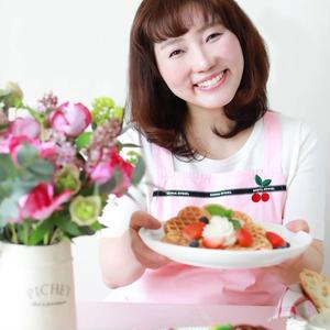 鍋やフライパンは、しまわなくても大丈夫。豊田亜紀子さんの「世界一楽しいわたしの台所」