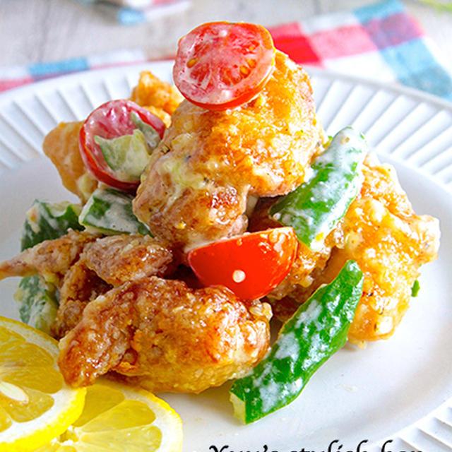 男子の食欲かきたてちゃうよっ♪サラダ仕立て♡揚げ鶏と夏野菜のニンニクマヨソース《簡単★節約》