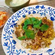 【タイ料理レシピ】カオモックガイ(タイ風鶏肉のスパイシー炊き込みご飯)とニンジンのソムタム風サラダ