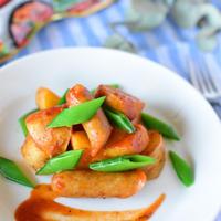 【レシピ】旬の新じゃがをたべよう!「新じゃがとソーセージのトマト煮」