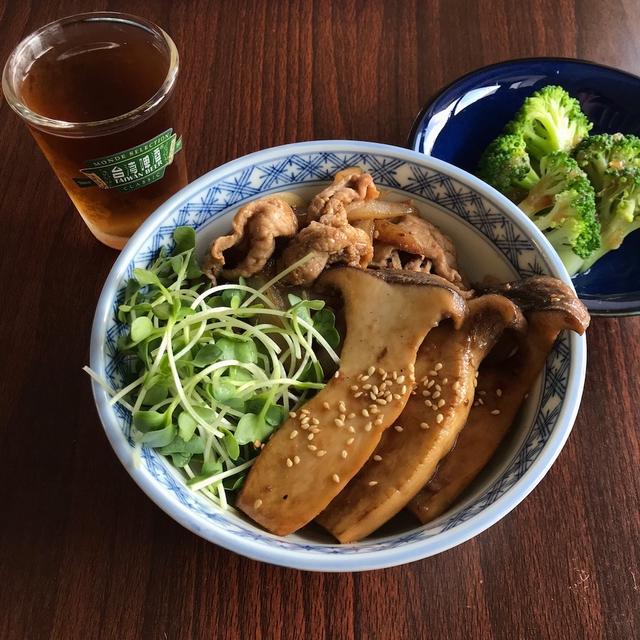 フライパン一つで簡単!豚の生姜焼きとエリンギの照り焼き【ダイエットメニュー】