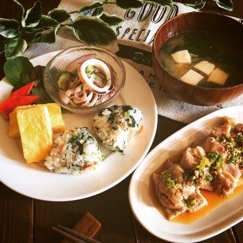 今日のご飯*春菊ナムルと焼鮭のおにぎり・他♡