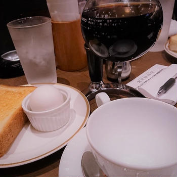倉式珈琲店のモーニング サイフォンで一杯立ての珈琲と無料のトースト